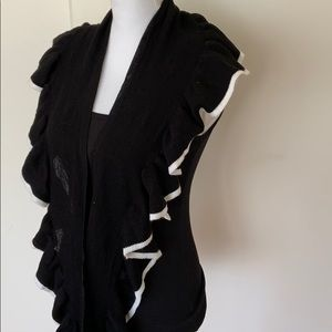 H & M Black and White Ruffled Knit Scarf